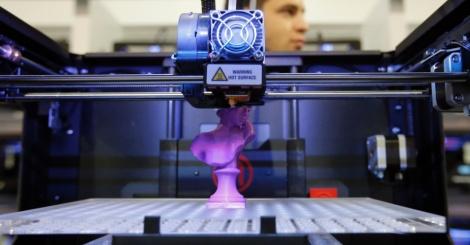 Impressora 3D produzindo uma peça de xadrez na feira de tecnologia em Las Vegas (Foto: Divulgação)