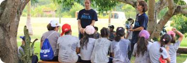 A missão do projeto água é conscientizar e instruir a população para preservar a água, dinâmicas são feitas com crianças. (Foto: http://www.projetoagua.org.br/default.asp)