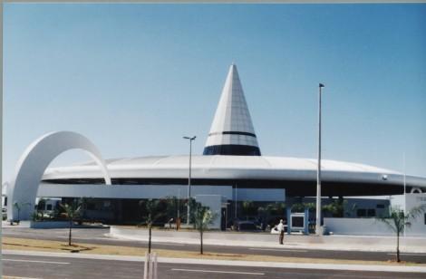 """O Terminal Rodoviário Interestadual """"Comendador José Brambilla""""  foi inaugurado em 2003, com projeto diferenciado e moderno (Foto: fatounesp.blogspot)"""