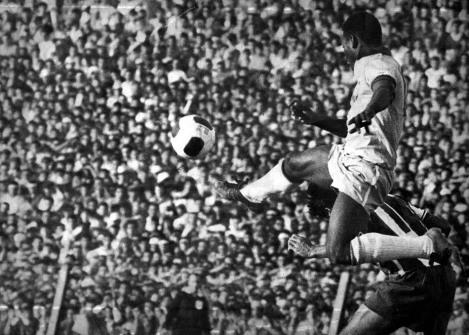 Pelé nas eliminatórias da Copa de 70 (Foto: Globo AE)