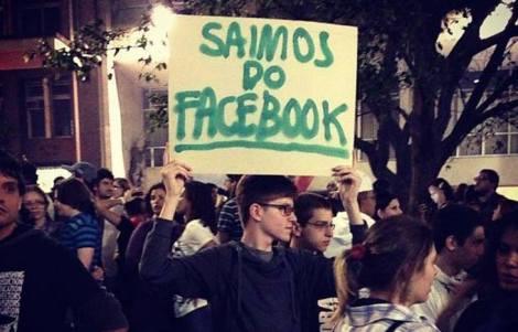 """Durante os protestos de junho, a população era convocada a sair das redes sociais e ir às ruas através da hashtag """"vemprarua"""" (Fonte: Facebook Passe Livre)"""