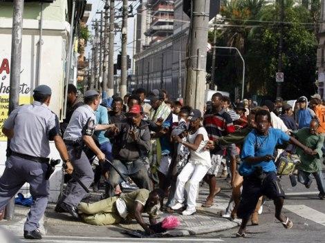 Violência policial na Cracolândia em janeiro de 2012 (Foto: Agência Istoé)