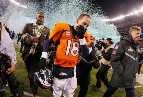 Interceptado duas vezes, o veterano Peyton Manning foi ofuscado pela defesa dos Seahawks (Foto: Getty Images)