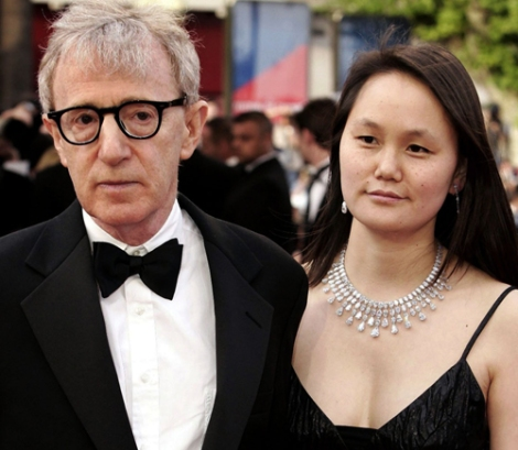 Woody Allen e Soon Yi, sua atual esposa e filha adotiva de Mia Farrow (Foto: http://liveandprogress.com/blog-is-age-really-just-a-number/)