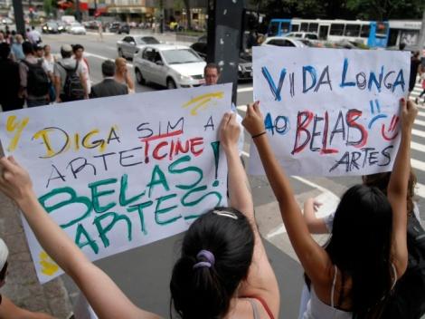 Manifestação contra o fechamento do Cine Belas Artes, realizada na Paulista em 2011 (Foto: Anderson Barbosa/AE)
